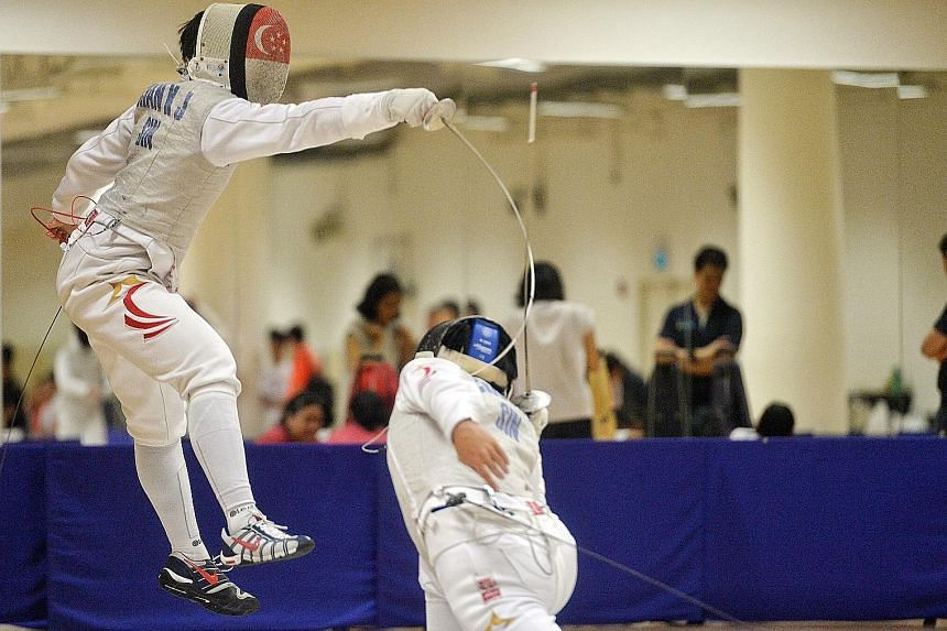 Kevin Chan of HCI (left) facing off with Nicholas Choong of CJC in the A Division foil quarter-finals. He eventually won the final 15-2.