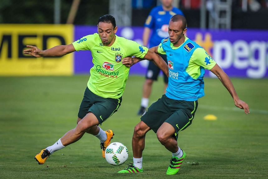 Brazil's Ricardo Oliveira (left) during a training session in Viamao on March 27.