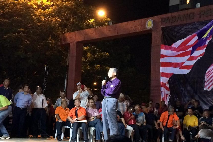 Ex-Malaysian PM Tun Dr Mahathir Mohamad speaking to a crowd in Ampang Jaya, Selangor, in a roadshow for the Save Malaysia campaign.