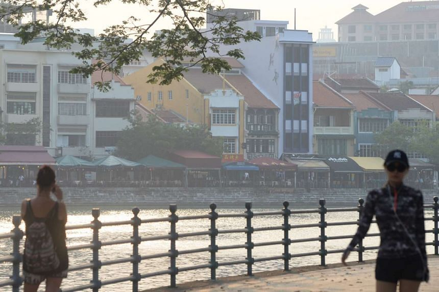 A slight haze is seen at Boat Quay at 6.22pm on March 31, 2016.