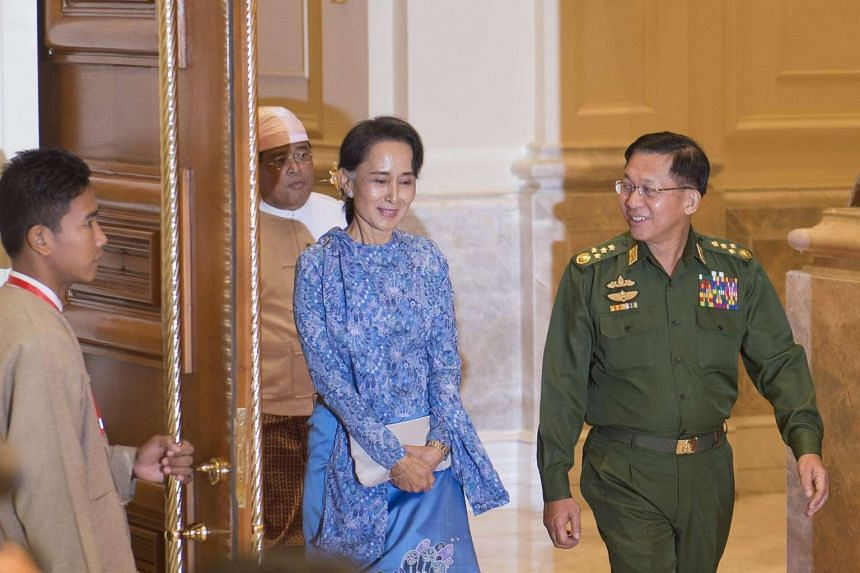 Myanmar's Aung San Suu Kyi (centre) and Myanmar Military Chief, Senior General Min Aung Hlaing (right), at the presidential palace in Naypyitaw, on March 30, 2016.