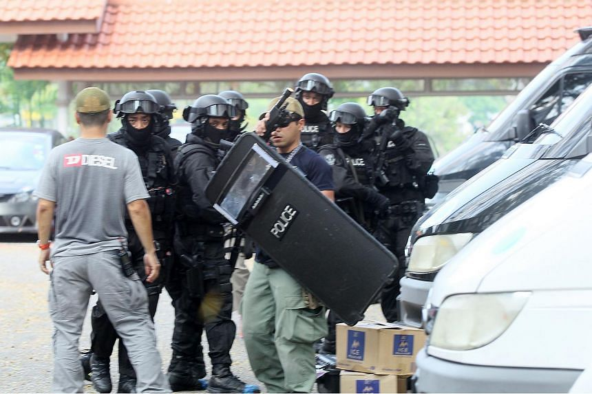 The elite police units Star and Special Operations Command were activated during the incident.