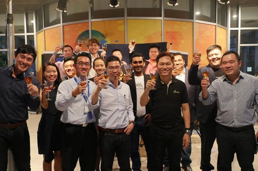 (Front row, from left) Mr Rudy Lim, Head of SPH Plug and Play; Mr Julian Tan, Head, Digital Division, SPH; Mr Chua Boon Ping, CEO, SPH Media Fund; Dr Alex Lin, Head of Infocomm Investments Pte Ltd and Mr Jupe Tan, Senior Vice-President, Global Operat