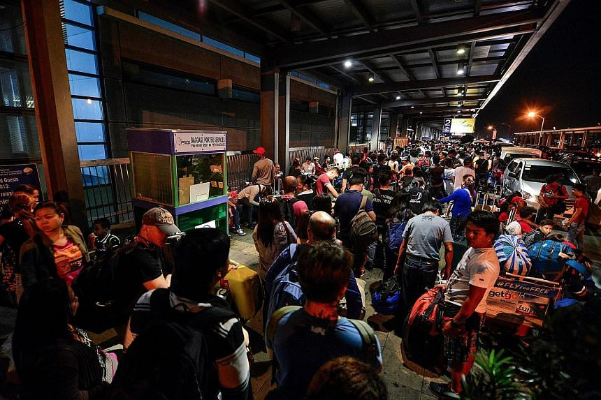 Long queues forming outside Ninoy Aquino International Airport's Terminal 3. Entrances were closed until power was restored.