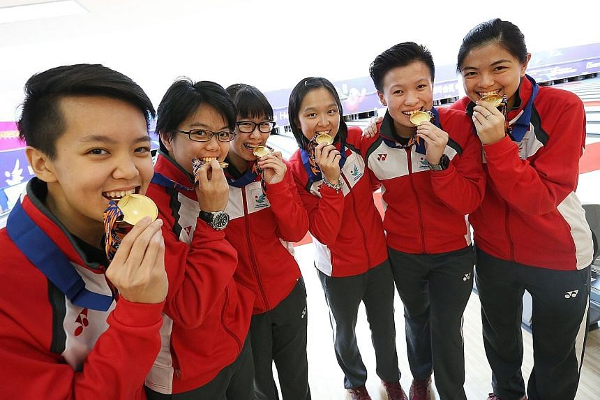 Delighted Singapore bowlers (from left) Shayna Ng, Cherie Tan, Joey Yeo, Jazreel Tan, New Hui Fen and Daphne Tan with their women's team gold medals at the 2014 Incheon Asian Games. Besides them, Bernice Lim is also in the world's top 20, with the sp