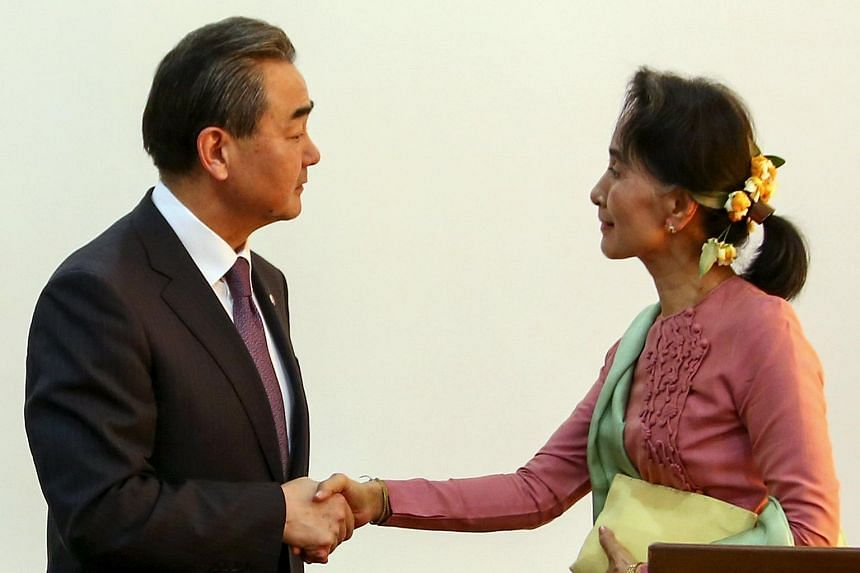 Chinese Foreign Minister Wang Yi (left) and Myanmar Foreign Minister Aung San Suu Kyi after a joint press conference in Naypyitaw on April 5, 2016.