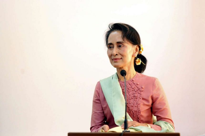 Myanmar's Ms Aung San Suu Kyi has vowed to press for the release of political prisoners and student activists.