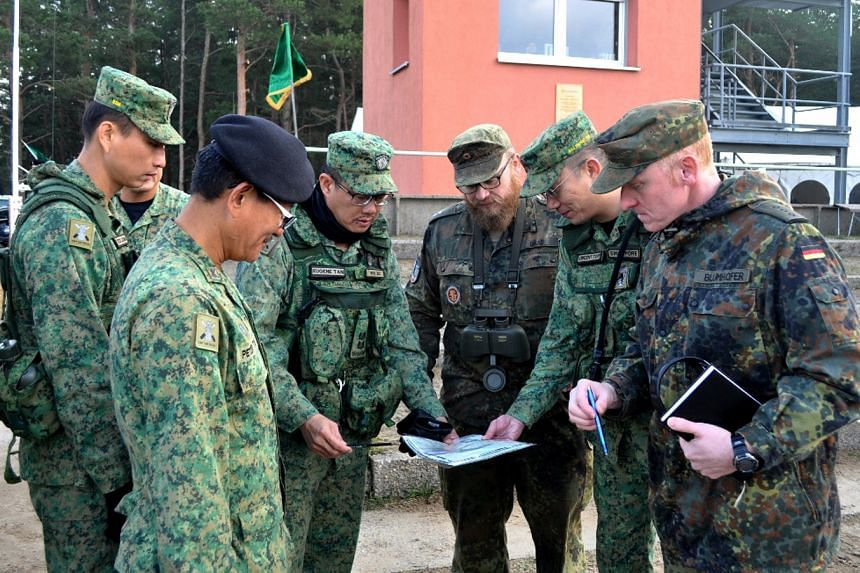 Servicemen from the SAF and Bundeswehr in a discussion during Exercise Panzer Strike.