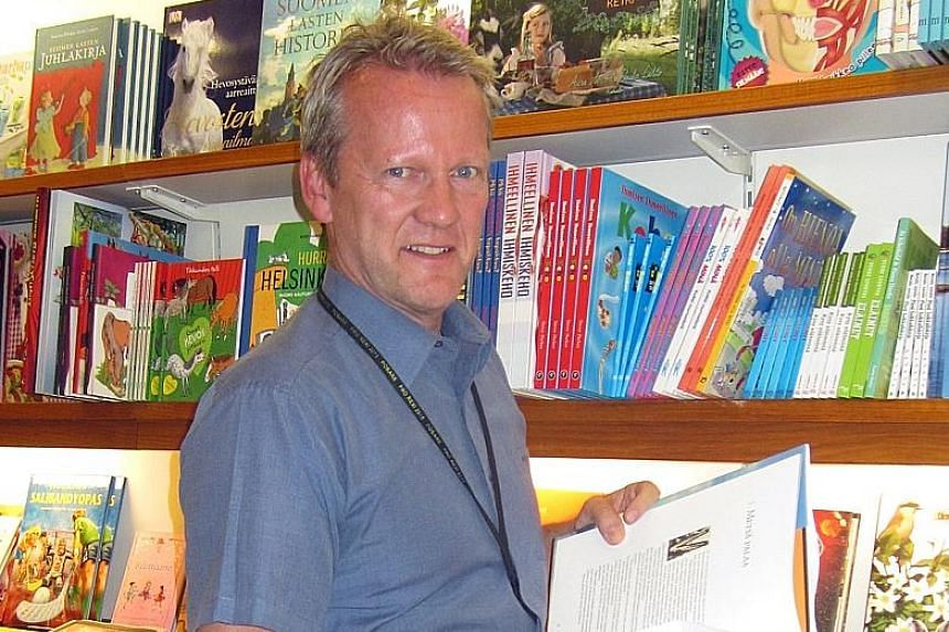 Parents need to listen to their children more, says Prof Sahlberg, an education expert.