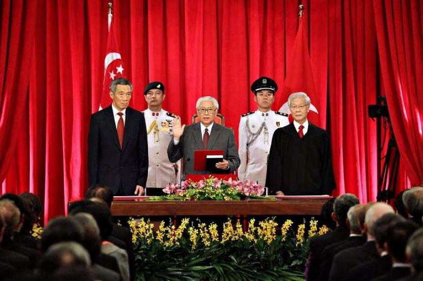 Dr Tony Tan, flanked by Prime Minister Lee Hsien Loong (left) and Chief Justice Chan Sek Keong, takes his oath of office as Singapore's third elected president on Sept 1, 2011.