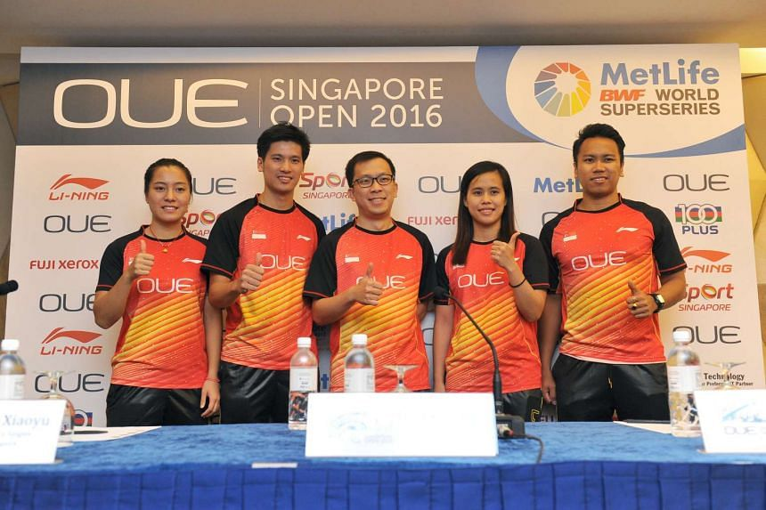 Derek Wong (second from left), with national shuttlers during a pre-tournament press conference ahead of the OUE Singapore Open.