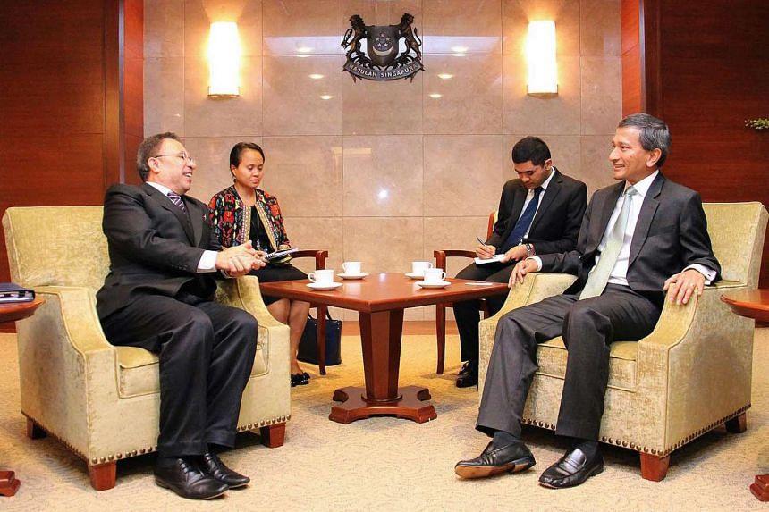 Timor Leste's Foreign Minister Hernani Coelho (left) met Dr Vivian Balakrishnan (right) on April 12, 2016.