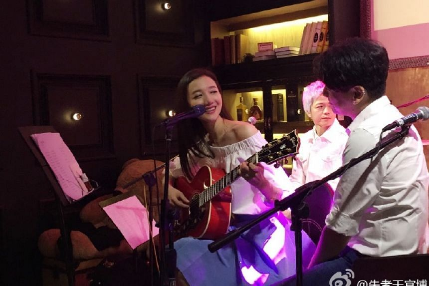 Ken Chu announced his marriage to Chinese actress Han Wenwen on Tuesday (April 12).