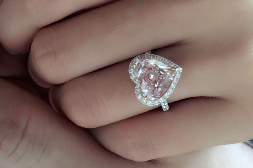 A picture of the diamond, heart-shaped ring from Ken Chu's proposal to Han Wenwen.
