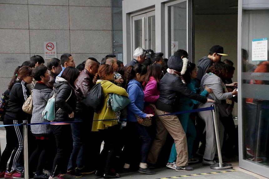 People rushing into Peking Union Hospital in Beijing on April 6, 2016.