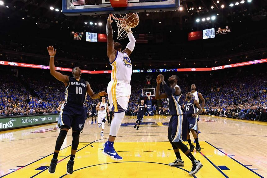 Marreese Speights of the Golden State Warriors dunks the ball during the game against the Memphis Grizzlies at ORACLE Arena on April 13, 2016.