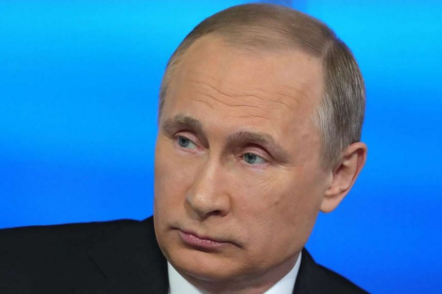 Russian President Vladimir Putin has warned Russian holiday-makers against travelling to Turkey.
