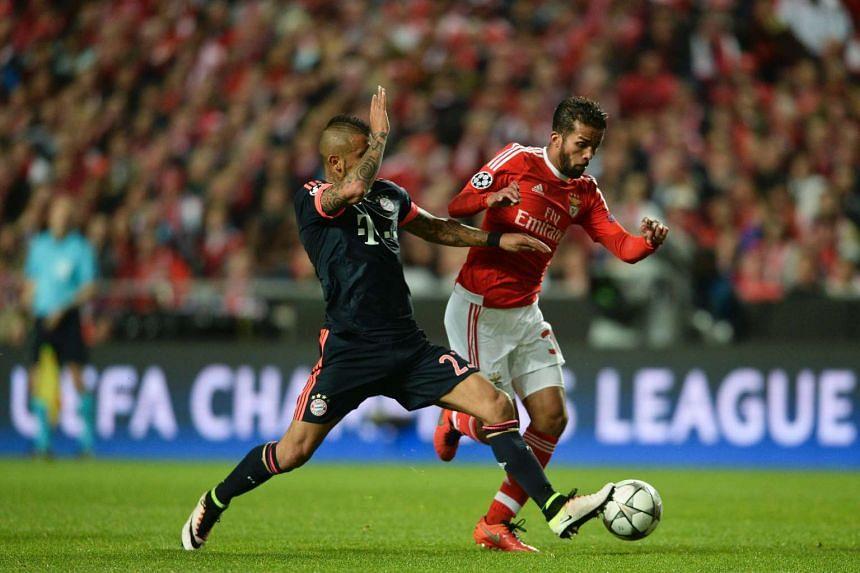 Bayern Munich's Chilean midfielder Arturo Vidal (left) vies with Benfica's Belgian midfielder Mehdi Carcela-Gonzalez.