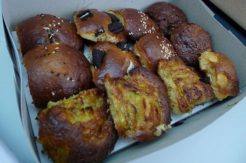 A box of Uggli muffins.
