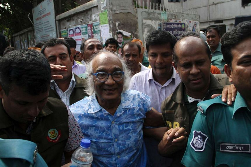 Bangladeshi security personnel escort Shafik Rehman (centre) at a court following his arrest in Dhaka on April 16, 2016.
