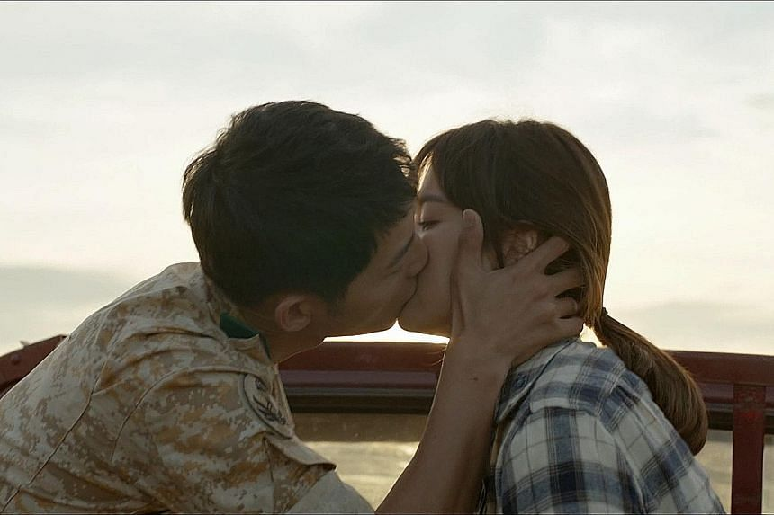 Captain Yoo Si Jin, played by Song Joong Ki, is a stuntman of love. Lovers In Paris stars Park Shin Yang and Kim Jung Eun. The finale of Descendants Of The Sun falls flat like a fizzy drink that has been left out.