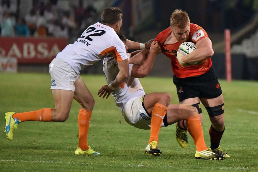 Sunwolves' Edward Quirk (right) avoiding a tackle during the Super Rugby match between Sunwolves and Cheetahs at the Bloemfontein rugby stadium on April 15, 2016.