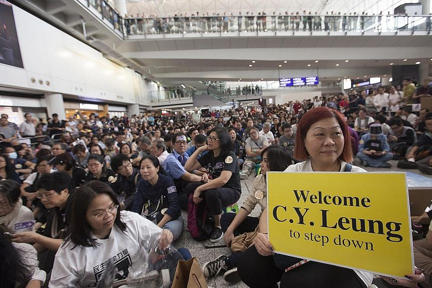 A large crowd staging a sit-in at Hong Kong's International Airport yesterday to protest against preferential treatment that was allegedly extended by airline staff to Hong Kong Chief Executive Leung Chun Ying's daughter. About a week ago, she allege