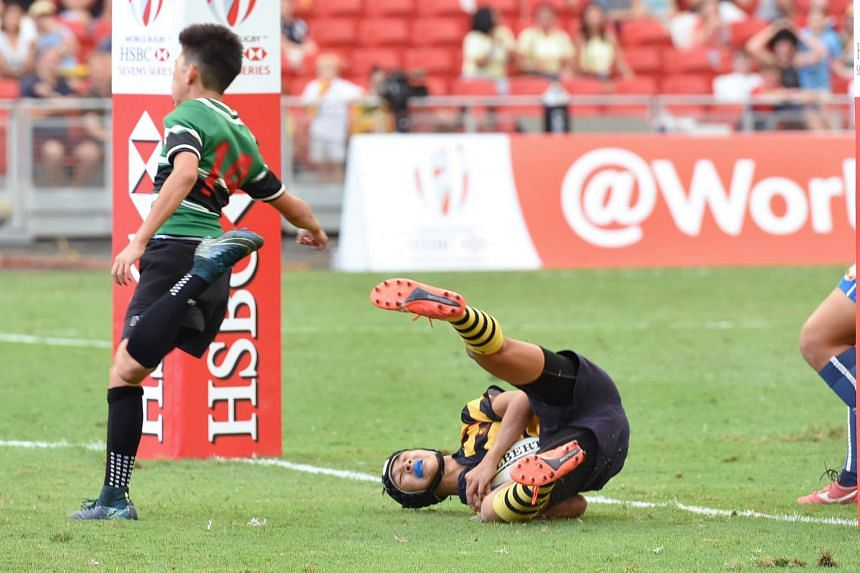 ACS(I) captain Matthew Lim (right) scores his first try.