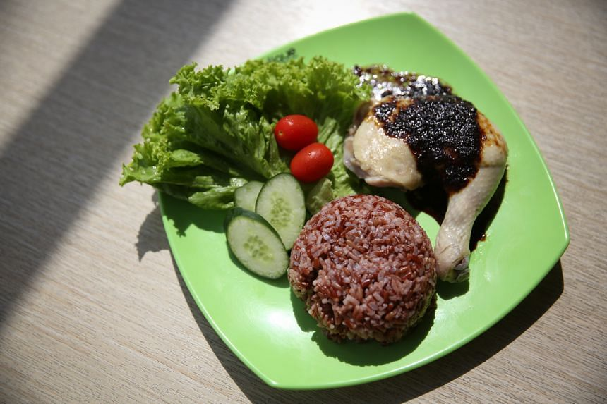 About 20 per cent to 30 per cent of patrons at Indonesian Express in NUS choose the healthier steamed chicken with brown rice set, at 475 calories.
