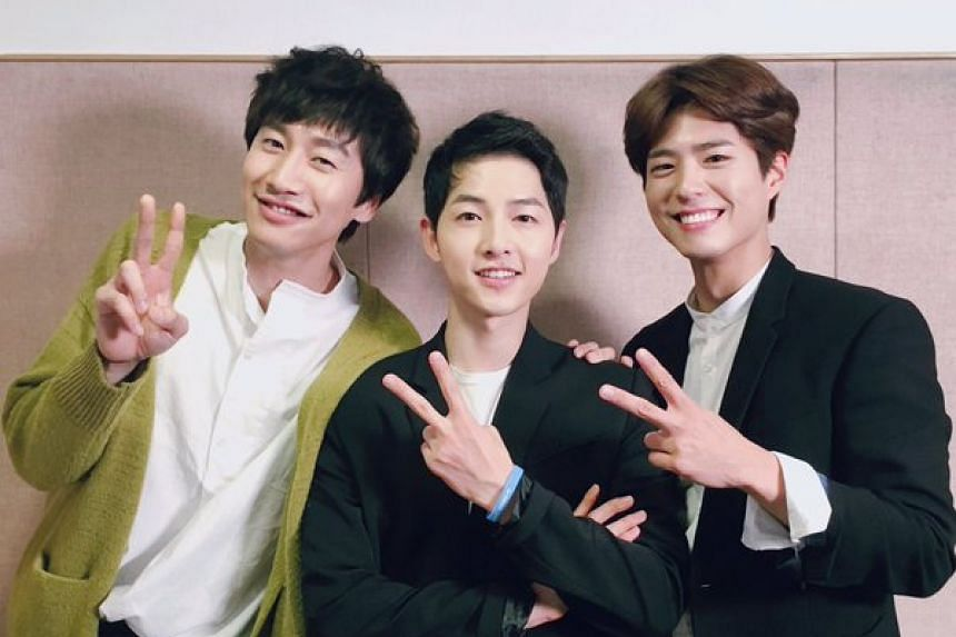 Descendants star Song Joong Ki (centre) with his surprise guest Lee Kwang Soo (left) and Reply 1988 star Park Bo Gum.