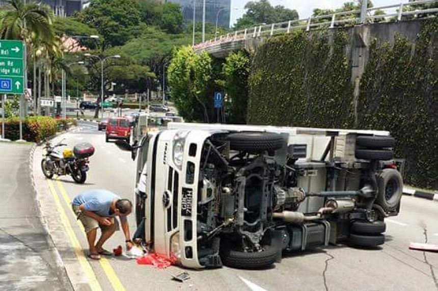 The accident occurred at the CTE towards the Ayer Rajah Expressway near the Outram Road exit.