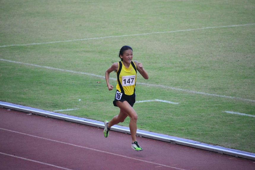 VJC's Nicole Low competing in the A Division Girls' 3,000m final at Bishan Stadium on April 19, 2016.