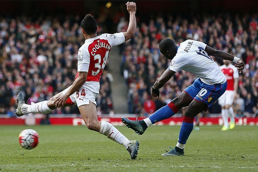 Crystal Palace's Yannick Bolasie (right) scoring the equalising goal against Arsenal in Sunday's match at the Emirates Stadium.