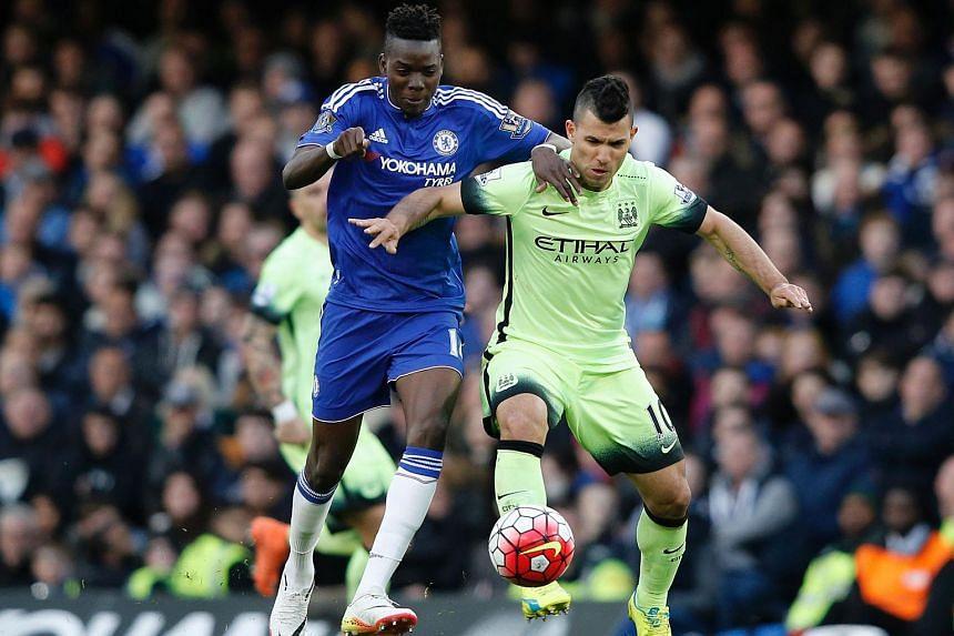 Manchester City's Argentinian striker Sergio Aguero (right) vies with Chelsea's Burkina Faso midfielder Bertrand Traore, on April 16, 2016.