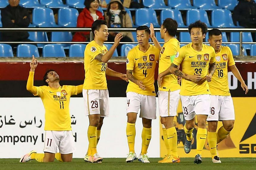 Ricardo Goulart (left) of China's Guangzhou Evergrande celebrates his goal with teammates against South Korea's Pohang Steelers in Pohang on April 19, 2016.