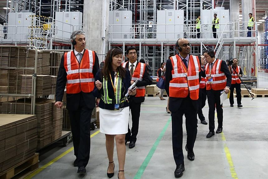 Accompanying Mr Tharman on his tour of the new facility are Dr Appel (left), DHL chief, and Ms Felicia Tan, DHL's IT vice-president for Indonesia, Malaysia and Singapore.