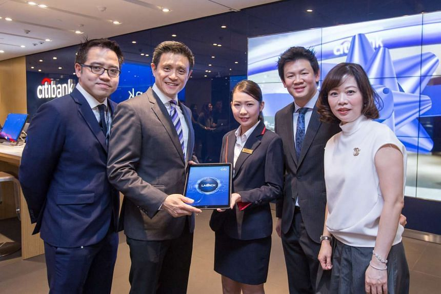 Han Kwee Juan, Chief Executive Officer, Citibank Singapore Limited (second from left) and Charles Wong, Singapore Retail Banking Head (second from right) at the opening ceremony of Citibank Singapore's latest branch in Punggol.