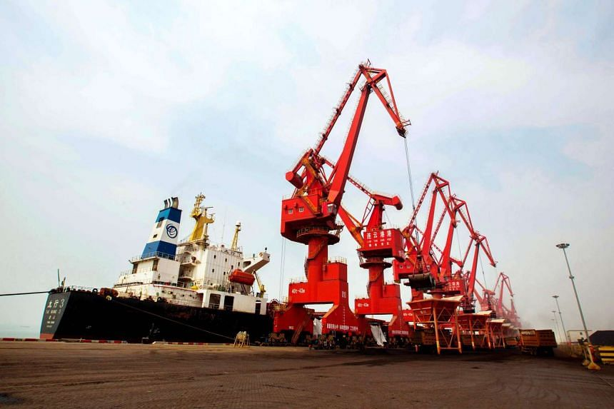 Imported coal being unloaded from a cargo ship at a port in Lianyungang, east China's Jiangsu province, on March 29, 2016.