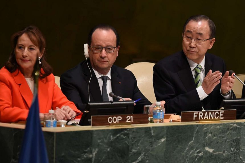 (From left to right) Ségolène Royal, Francois Hollande, President of France, and UN Secretary General Ban Ki Moon, attend the high level signature ceremony for the Paris Agreement.
