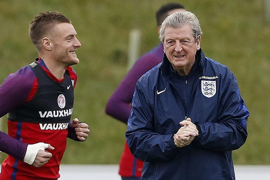 Roy Hodgson with Jamie Vardy during national team training last month. The coach feels the Leicester player did not dive but went down as he became unbalanced while running at high speed.