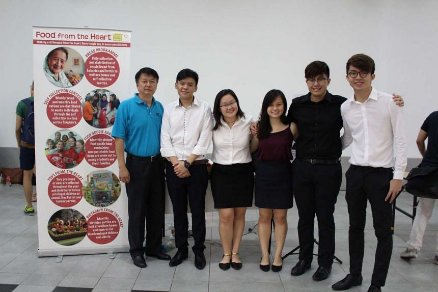 """Team """"NanBoWang"""" developed an app that links unused food distributor Food from the Heart to beneficiaries like Teen Challenget and The Helping Hand. Food from the Heart CEO Anson Quek (left) is seen here with team members (from left) Zhong Weixiang,"""