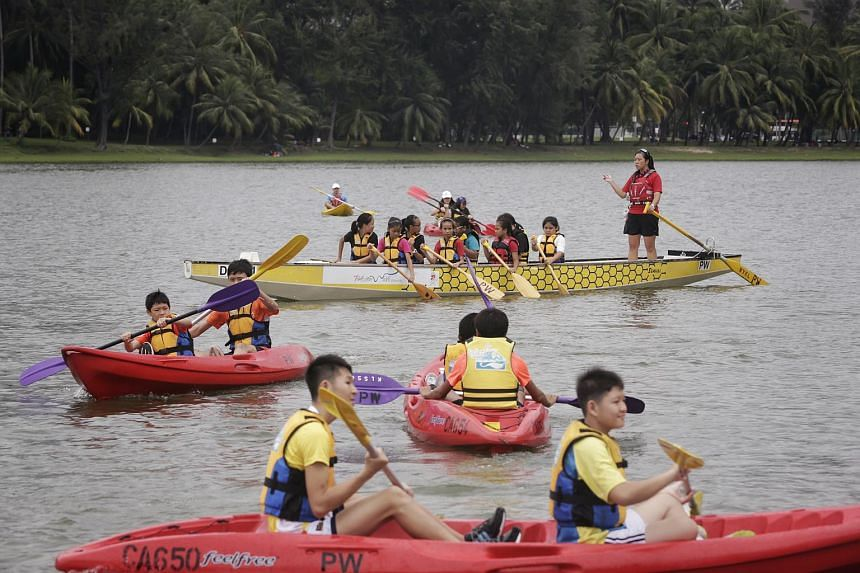 Residents enjoying free try-outs for water sports like dragonboating, kayaking and bell-boating at the PAssion WaVe @ Marina Bay Open House on April 24, 2016.