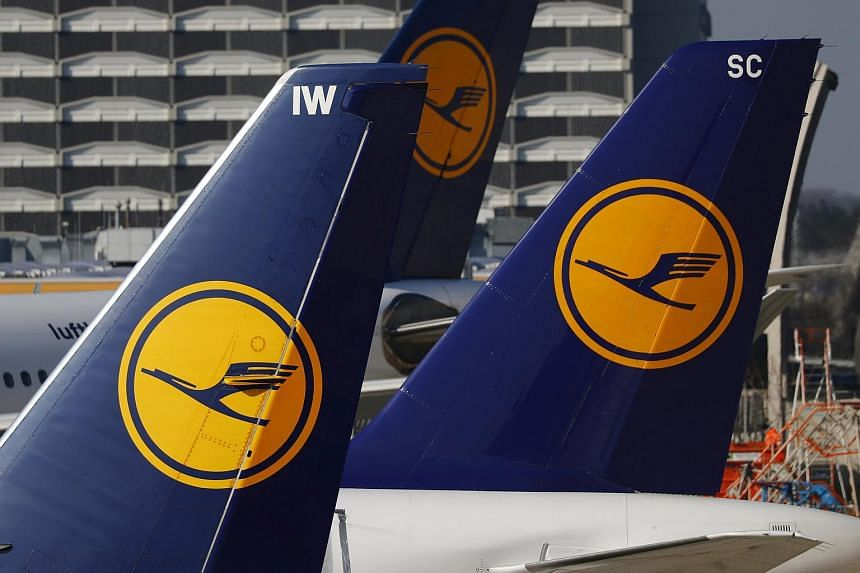 German airline Lufthansa has cancelled 895 flights due to airport strikes by German union Verdi that are planned for April 27, 2016.