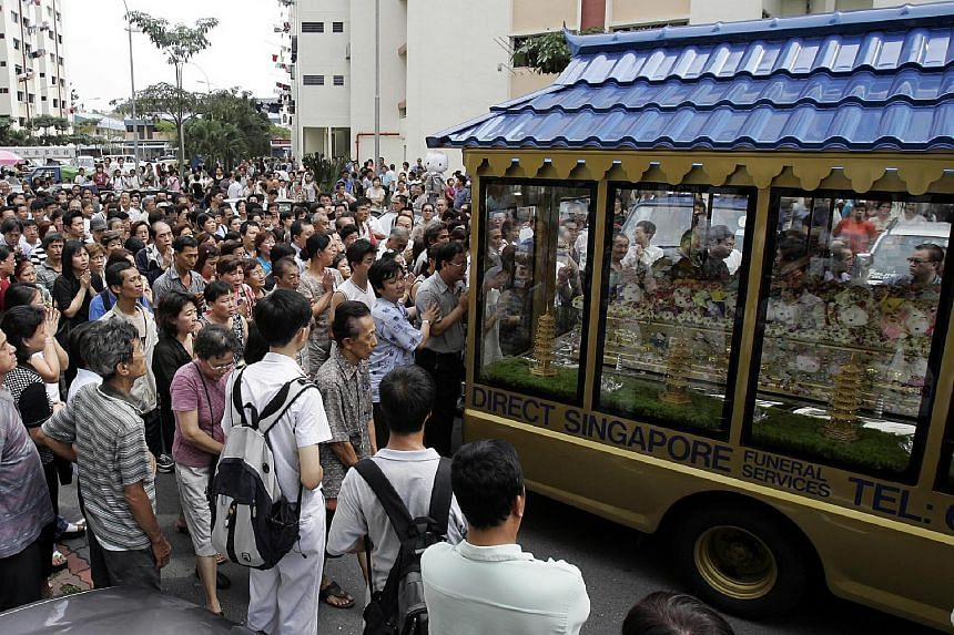 More than 1,000 people turned up at Huang Na's wake in Clementi. Her coffin was decorated with her favourite Hello Kitty soft toys.