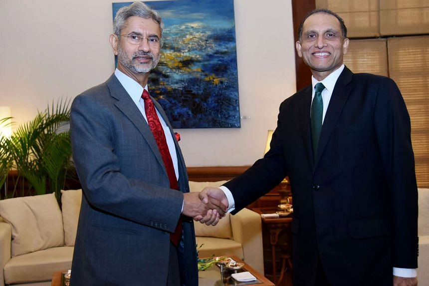 Indian Foreign Secretary S. Jaishankar (left) shakes hands with Pakistan Foreign Secretary Aizaz Ahmad Chaudhry (right) prior to a meeting in New Delhi, on April 26, 2016.