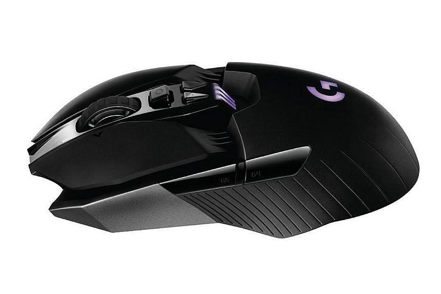 The Logitech G900 Chaos Spectrum is relatively light and easy to manipulate. It also has a decent battery life for a mouse with an internal battery.