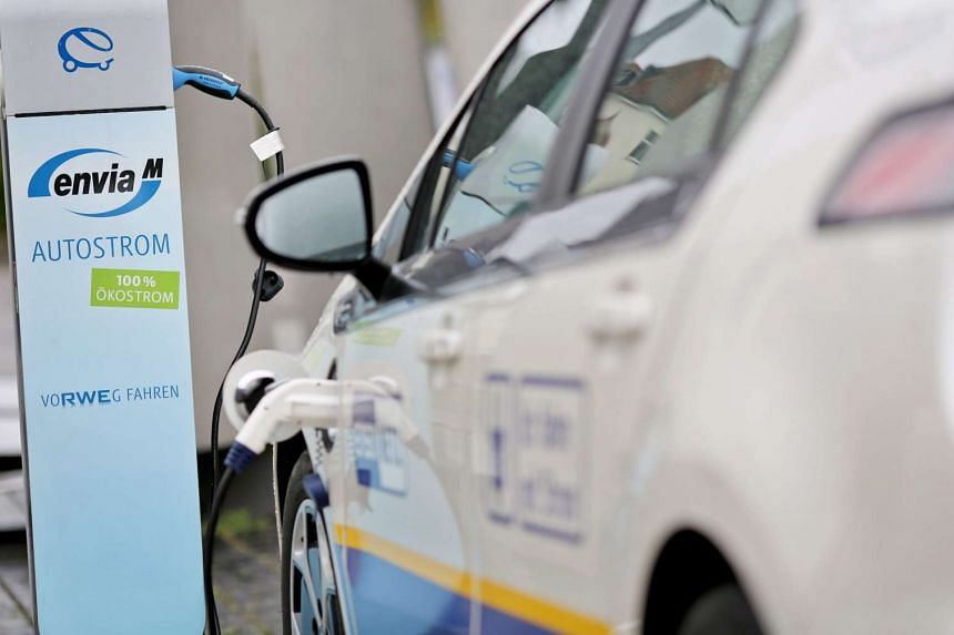 Buyers of electric cars in Germany are to receive a subsidy of up to 4,000 euros (S$6,112) in May, as the country tries to boost the use of these vehicles.