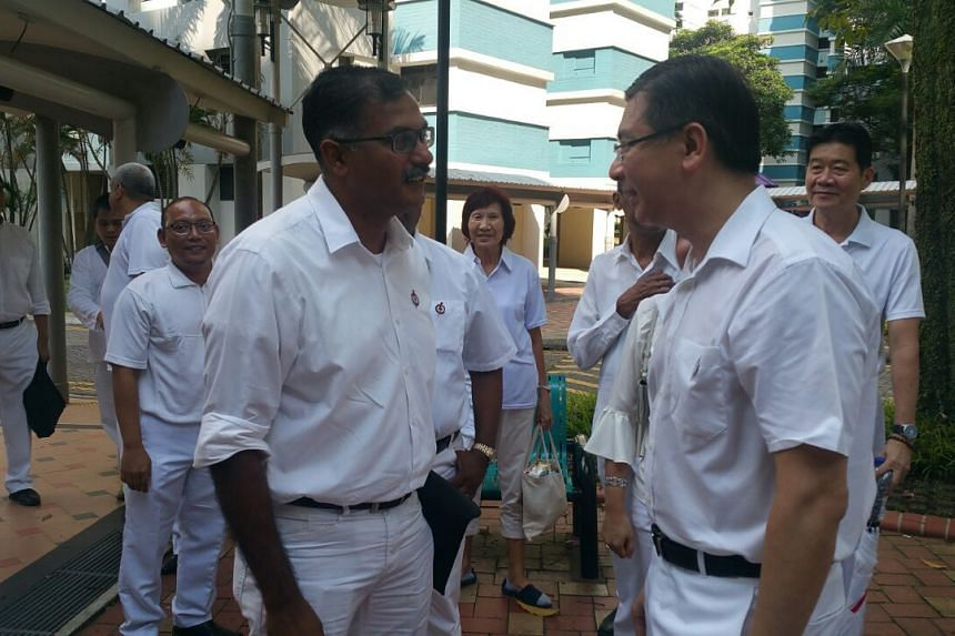 PAP's Murali Pillai meeting volunteers and thanking them for coming down, before heading to the Nomination Centre.