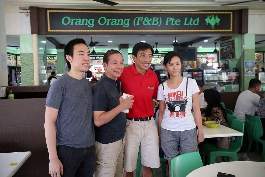 Dr Chee Soon Juan takes photographs with members of the public at a coffeeshop in Bukit Batok West Avenue 6, on May 2, 2016.
