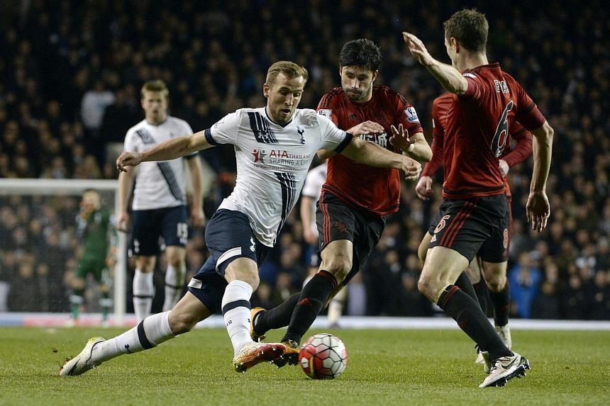 Tottenham's Harry Kane (Left) vies for the ball against West Bromwich Albion's Claudio Yacob, on April 25, 2016.